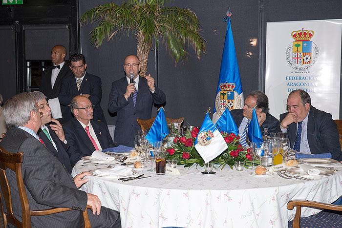 Mesa presidencial durante la palabras de Félix Brocate